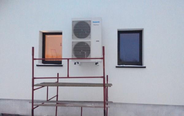 Powietrzna pompa ciepła Panasonic Aquarea T-CAP służąca do ogrzewania budynku – Biała Podlaska